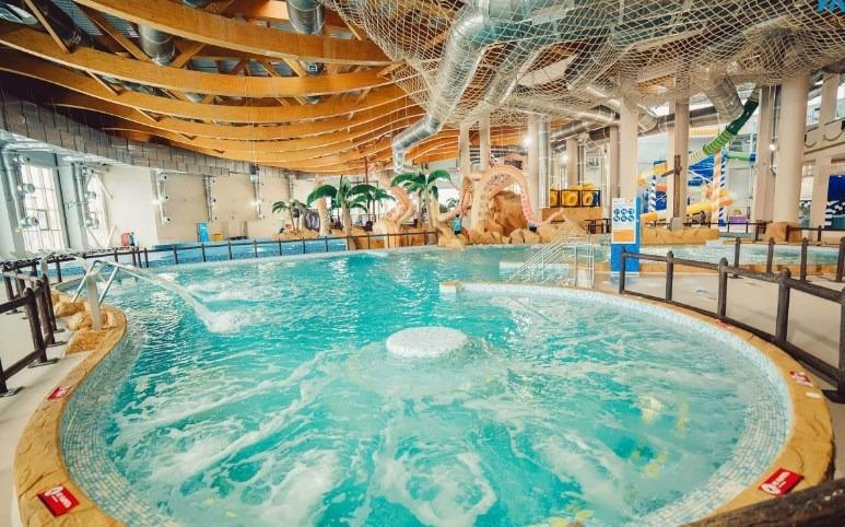 Бассейн с гидромассажем в аквапарке Улет