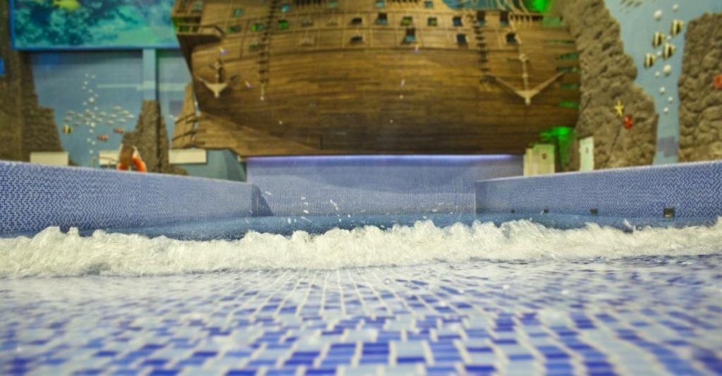 Волновой бассейн в аквапарке